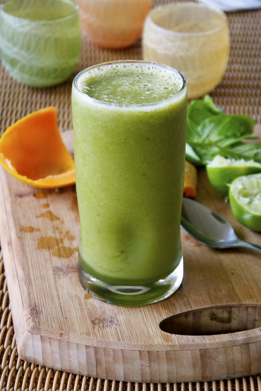 Refreshing Papaya Spinach Smoothie | In Pursuit of More