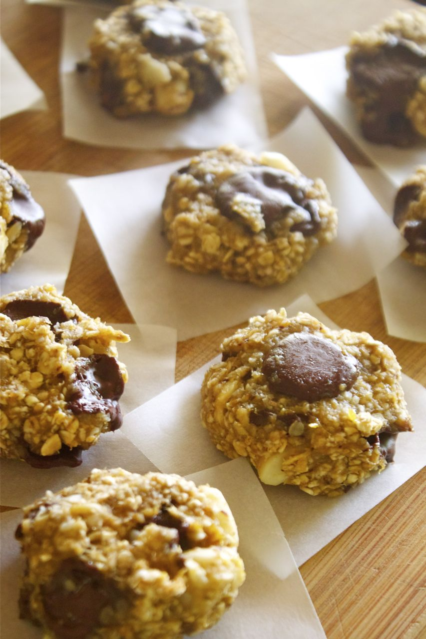 Vegan Banana Chocolate Macadamia Cookies | In Pursuit of More