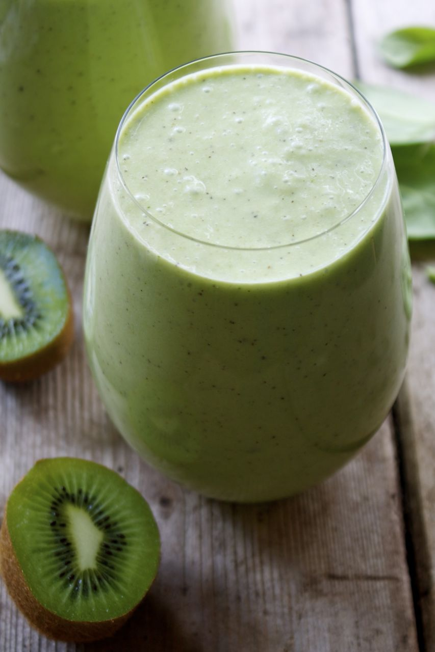 Pineapple Kiwi Green Smoothie | In Pursuit Of More